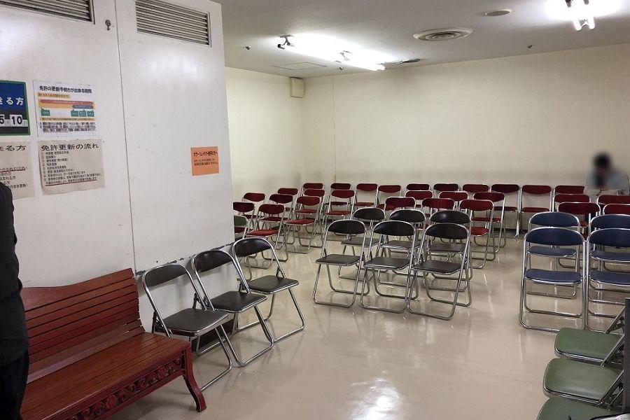 渡辺通優良運転者免許更新センター待合室