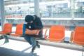 [人]オレンジ色の眠い午後