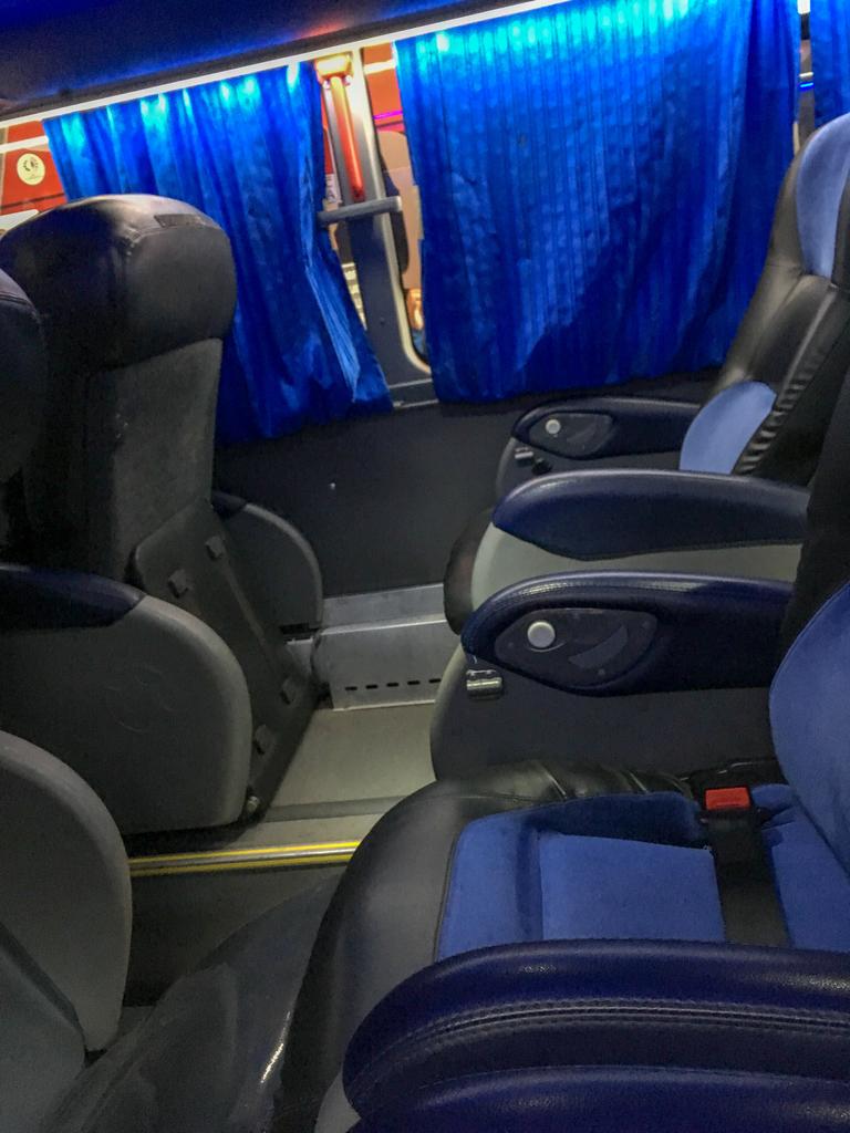 アルゼンチンのバスのカマの車内