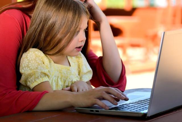 親子でオンライン英会話受講のイメージ