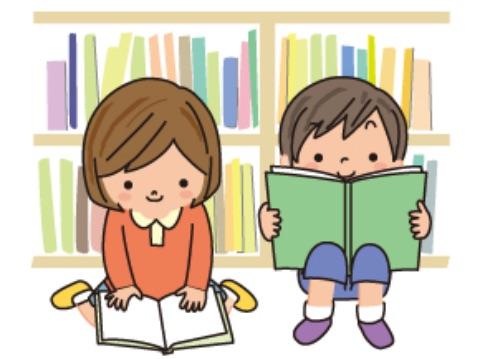 本棚の前で読書する子供のイメージ