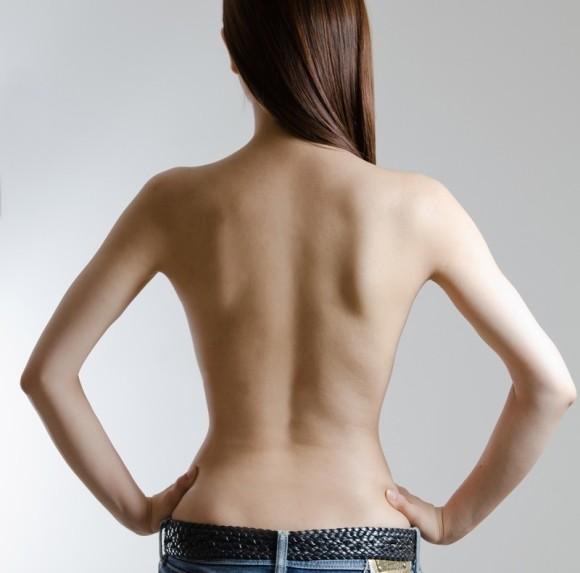 巨大なニキビが背中にできる原因は?絶対試すべき治し方6選