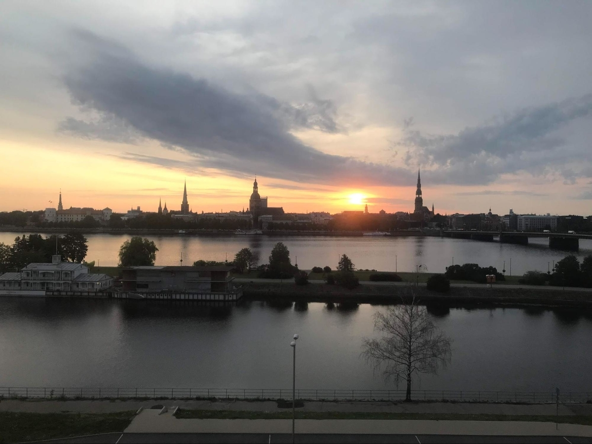 ラトビア リガのホテルから眺める川