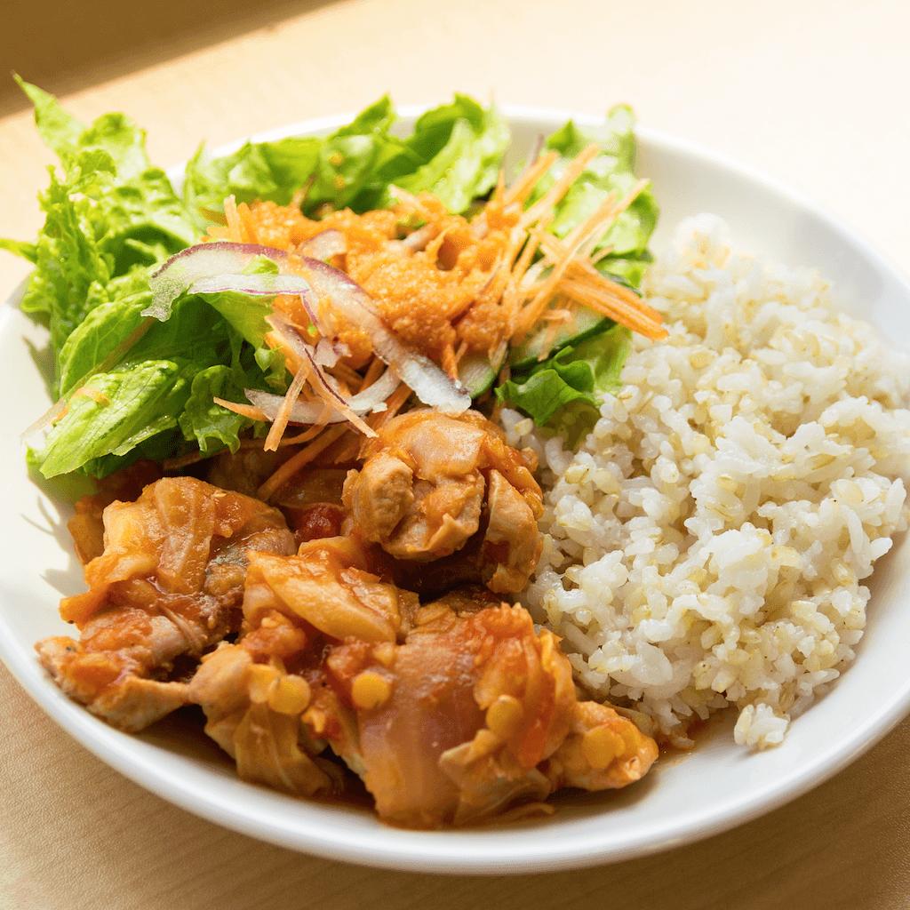 まかないランチ:鳥とレンズ豆のトマト煮