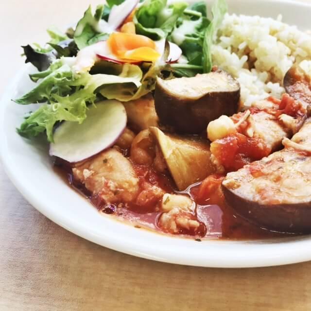今日のランチ:ナスとチキンのトマト煮込み
