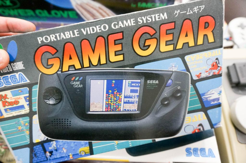 当時セガから「ゲームボーイキラー」として発売されたゲームギア。