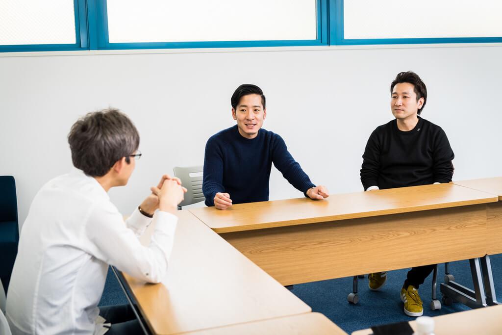 和やかに話す及川さん、秋好さん、倉林さん