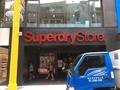 superdry店の前