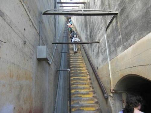 ダイアモンドヘッド 階段