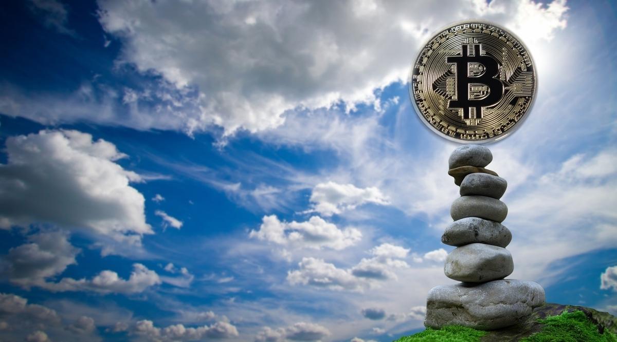 ビットコインに正月休みなし、300万から350万円へ