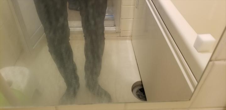 自宅 鏡 洗剤を拭き取った後