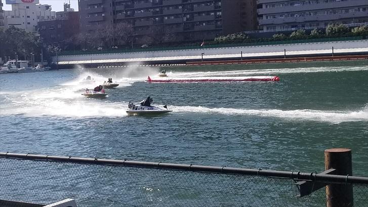 ボートレース ボートが走っているところ