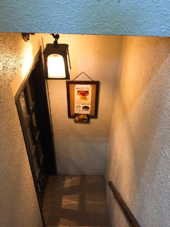 カフェトロワバグ 階段途中 神保町