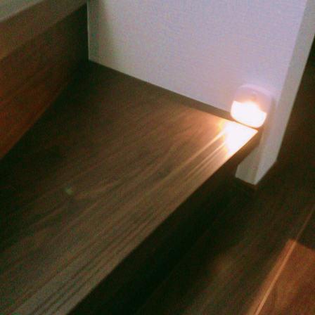 LED人感センサーライト,階段位置