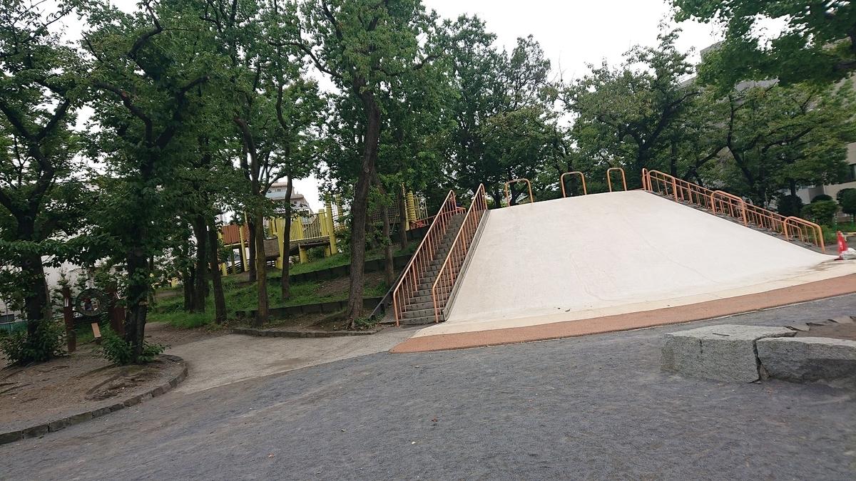 牡丹町公園のすべり台