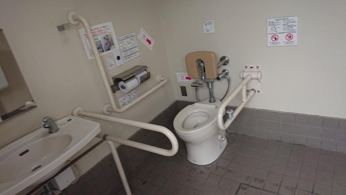 牡丹町公園のトイレ(内装)