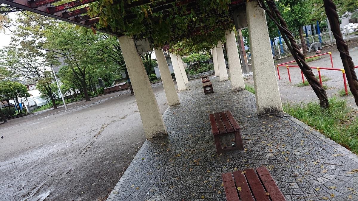 若宮公園のベンチ