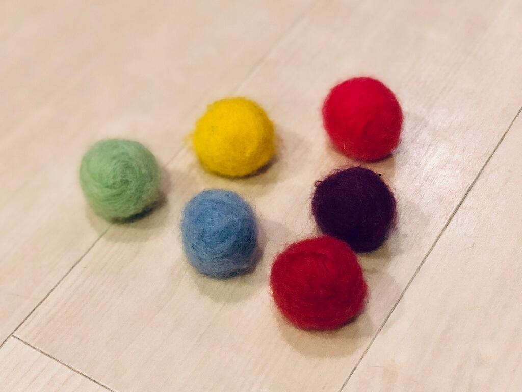 羊毛フェルトボール