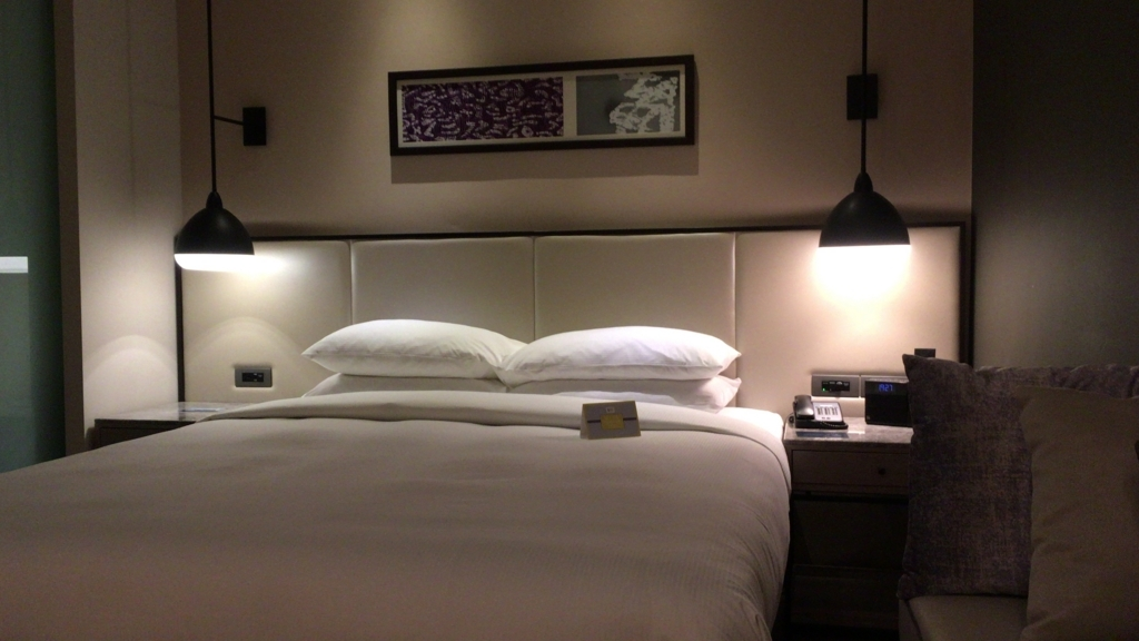 hiltonKL-bedroom