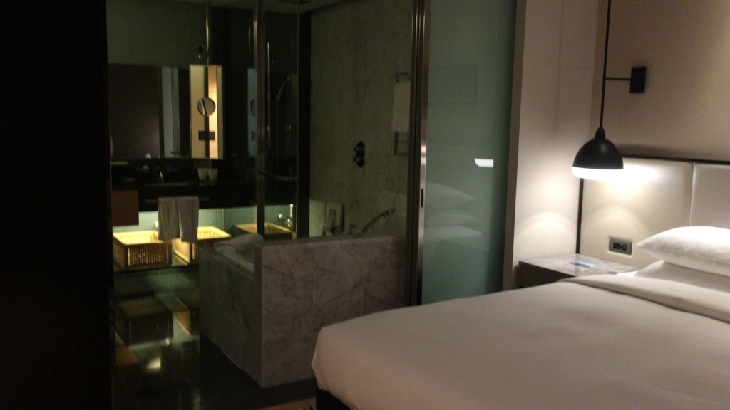 hiltonKL-bathroom