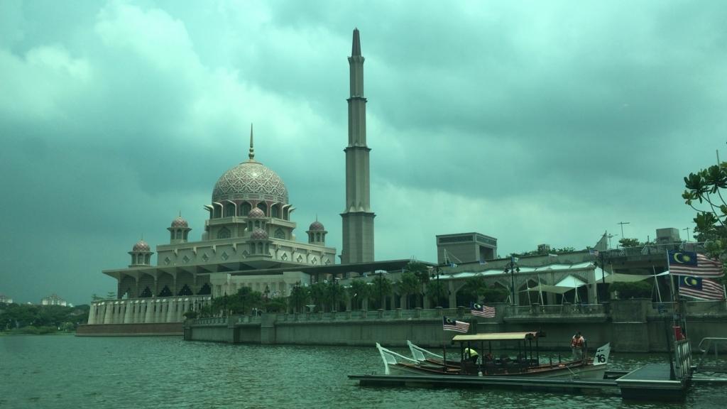 Putrajaya Lake cruise3