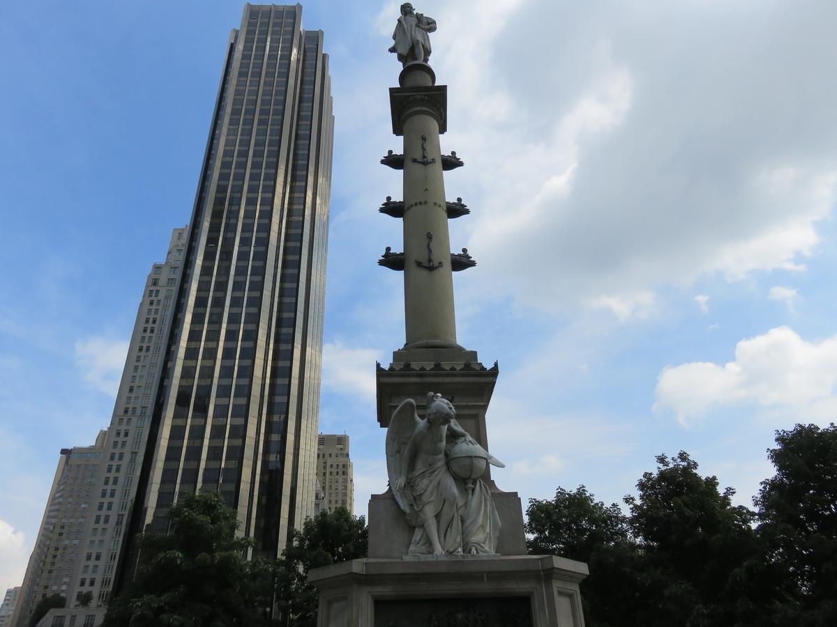 コロンバスサークルのコロンブス像