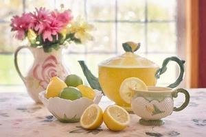 妊活中は、ルイボスティーにレモンやオレンジなど柑橘類の果汁を数滴たす飲み方がおすすめ。