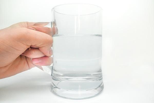 朝の食事はコップ一杯の水のみの一日二食健康法(妊活ファスティング)を実践した。二人目の妊活前から始めて、効果はあったか説明します。