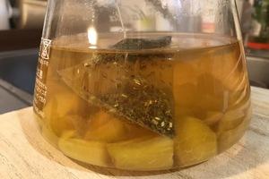 ティーポットに熱湯。フルーツ入りグリーンルイボスティーの妊活レシピ。