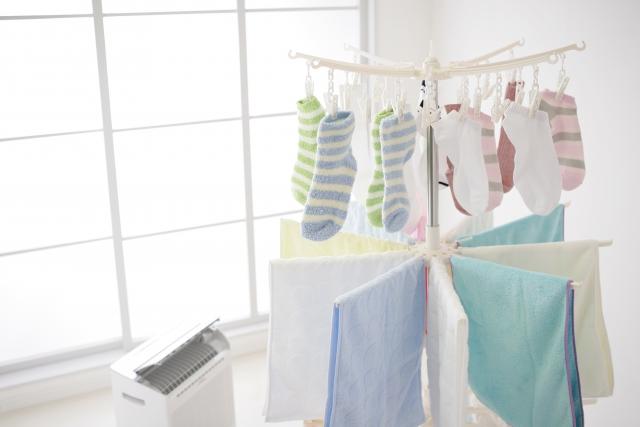 梅雨の洗濯もの衣類乾燥除湿機