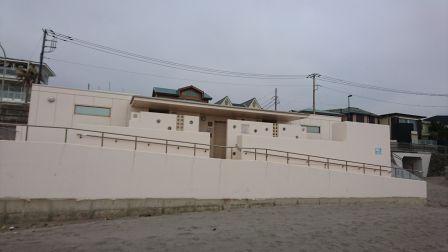 材木座海岸近くのトイレ