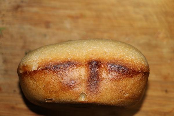 上手く膨らまなかった松葉の天然酵母パン