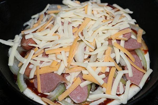 ピザの具とチーズをタップリと