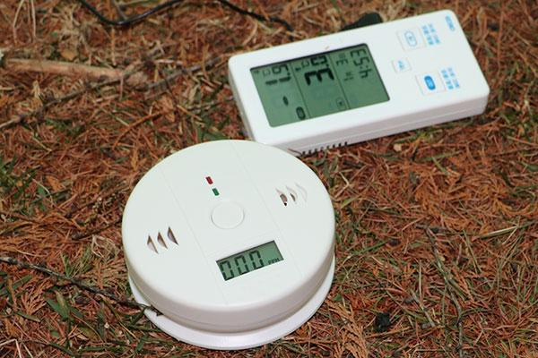 温度計と一酸化炭素アラーム
