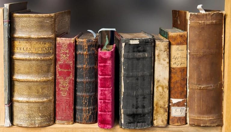 古い分厚い本