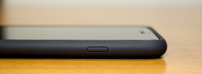 【spigen】リキッド・アーマーの右側面(iPhone 7 Plus)ケース装着時