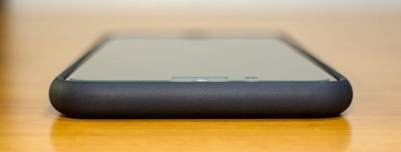 【spigen】リキッド・アーマーの上部(iPhone 7 Plus)ケース装着時
