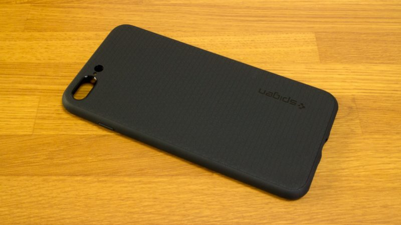 【spigen】リキッド・アーマーの背面(iPhone 7 Plus)