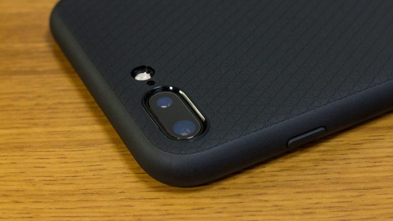 【spigen】リキッド・アーマーのカメラ部分(iPhone 7 Plus)ケース装着時