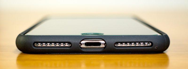 【spigen】リキッド・アーマーの下部(iPhone 7 Plus)ケース装着時
