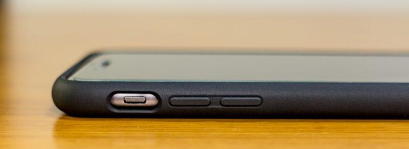 【spigen】リキッド・アーマーの左側面(iPhone 7 Plus)ケース装着時