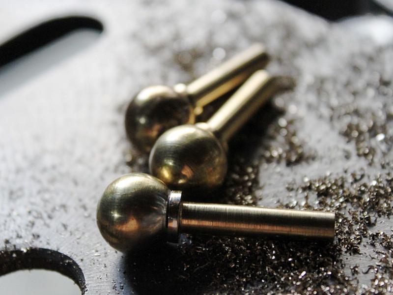 真鍮パーツの切削・スイッチ部分
