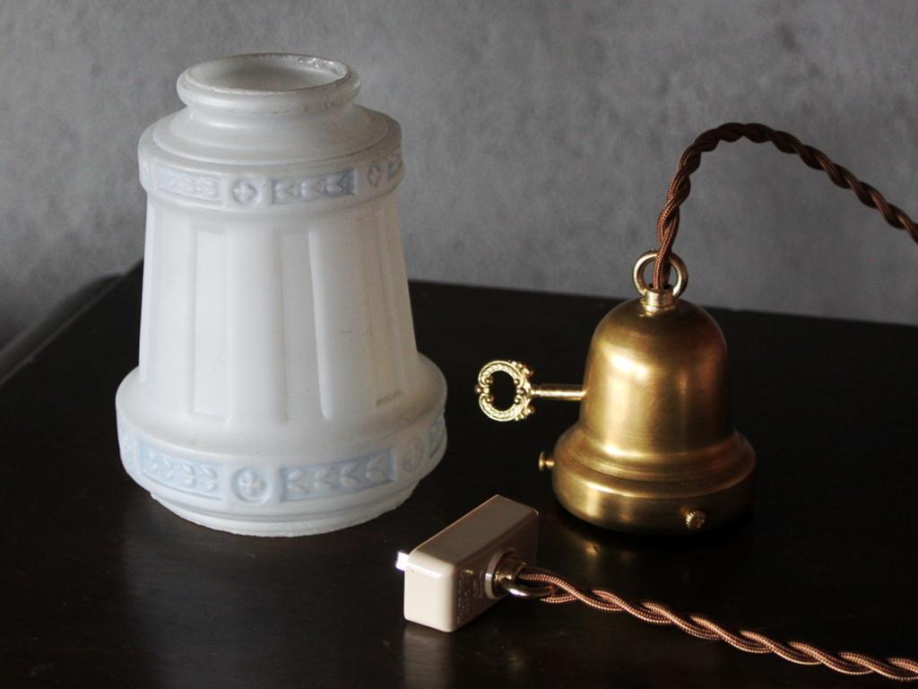 電気工事による取り付け不要の簡単設置が可能なアンティーク照明