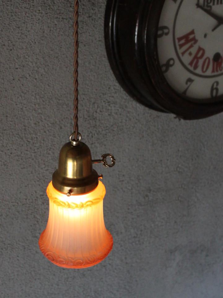 ヴィンテージのフロストガラスを使ったペンダントライト|アンティーク照明