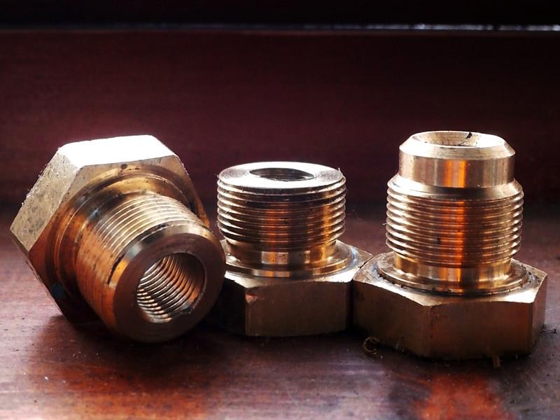 アンティークやヴィンテージのインダストリアルプロダクト(工業製品)から取ったパーツ