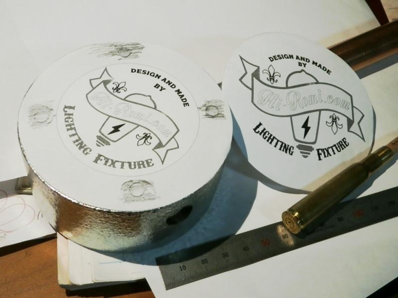 配線を収納するボックスに付ける装飾をデザイン・試作を繰り返します