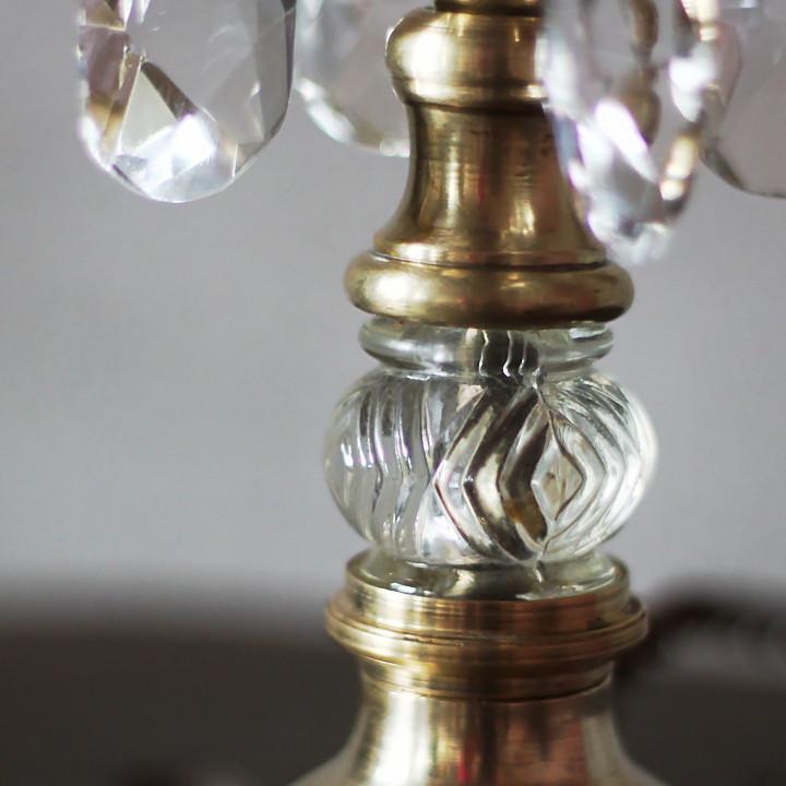 ヴィンテージグラスで出来た美しい照明用装飾