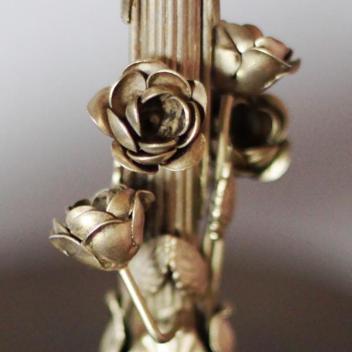 アンティーク照明・薔薇のモチーフ装飾真鍮細工