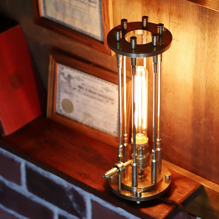 ほぼ全ての工程を手仕事で製作したこだわりの真鍮製卓上照明|弾丸バレットケージのブラステーブルライト