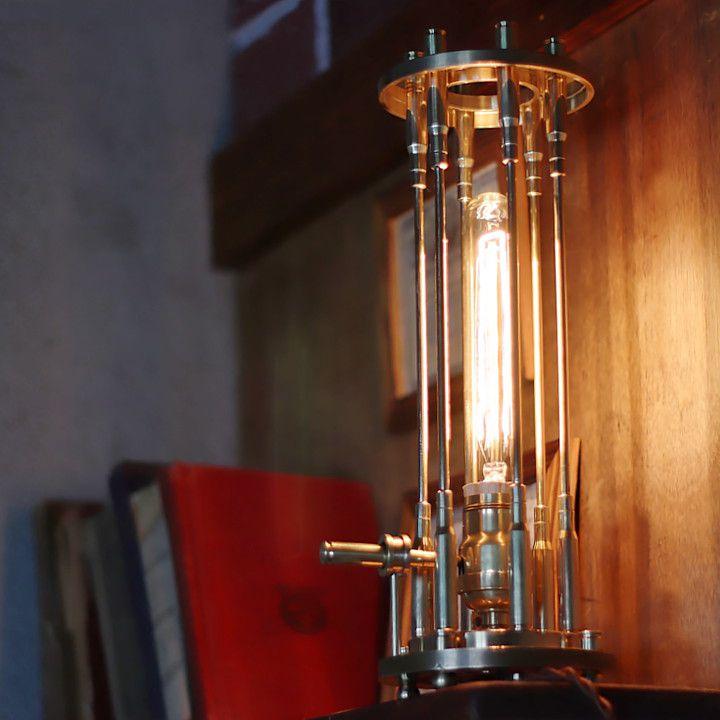 スチームパンクな全真鍮製弾丸薬莢を使ったケージ付きテーブルライト卓上照明